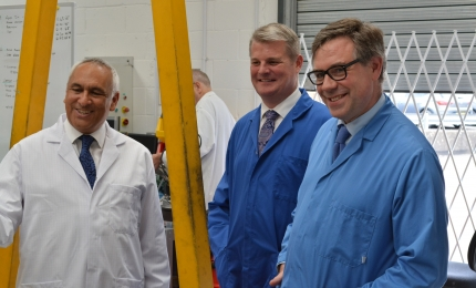 Defence minister praises Horsham engineering firm at 'leading edge of technical innovation'